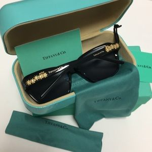 🆕🕶NEW TIFFANY&CO CAT-EYE SUNGLASSES 🕶